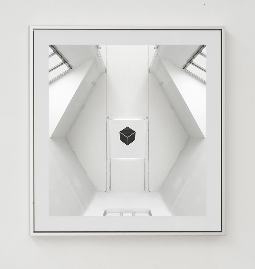 <hr/><strong>le cube</strong><br />                 C-Print, 68 x 65 cm<br />